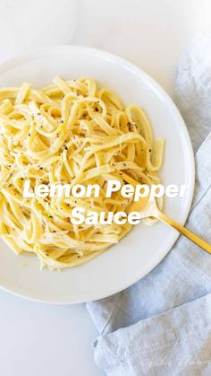 Sauce Alfredo, Alfredo Sauce Recipe Easy, Pasta Sauce Recipes, Easy Pasta Recipes, Milk Recipes, Dinner Recipes, Butter Noodle Recipe, Garlic Noodles Recipe, Vegan Pasta Sauce