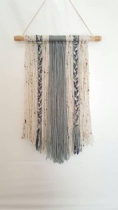 Boho Yarn Wall Hanging-Decor-Wall Decor-Dorm Decor-Tapestry-Housewarming - New Deko Sites Yarn Wall Art, Yarn Wall Hanging, Macrame Wall Hangings, Handmade Home Decor, Diy Home Decor, Handmade Items, Mur Diy, Pot Mason Diy, Diy Décoration