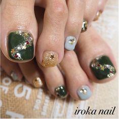 Festive green and gold christmas toe nails Pedicure Designs, Pedicure Nail Art, Toe Nail Designs, Toe Nail Art, Nails Design, Art Designs, Xmas Nails, Holiday Nails, Holiday Fun