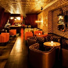 Looking for a place to bring out your inner Gatsby era self? Try visiting a few of these NYC speakeasies. Lounge Design, Bar Lounge, Bar Interior Design, Restaurant Interior Design, Cafe Design, Pub Interior, Lobby Interior, Design Design, Speakeasy Nyc