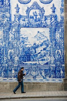 Azulejos/Tiles in Porto, Portugal Portuguese Culture, Portuguese Tiles, Tile Murals, Tile Art, Street Art, Blue And White China, Spain And Portugal, Visit Portugal, Delft