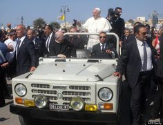Pope Francis shuns new Mercedes popemobile in favor of borrowed 20-year-old Fiat Campagnola