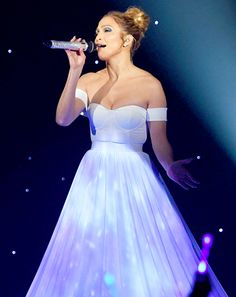 Jennifer Lopez Performs her new song Feel the Light for animation movie Home on American Idol