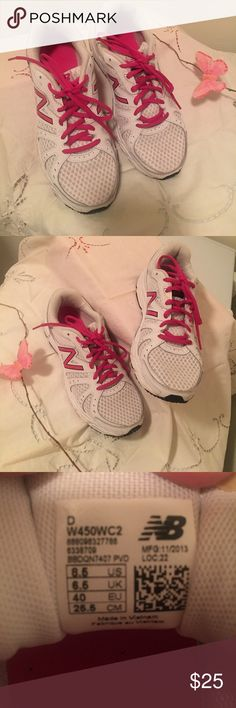 Women's New Balance shoes 👠 Pink & white. Great condition! Worn a couple times. Like new. New Balance Shoes Sneakers