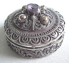 """Last pinner said """" pill box"""" lmao pathetic. Nope using this for my lip rings and plugs and such Vintage Accessories, Decorative Accessories, Decorative Boxes, Vintage Love, Vintage Silver, Jewellery Boxes, Jewelry Box, Bottle Box, Pretty Box"""
