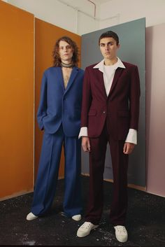 Design collective JAMES STUDIO unveiled its debut release for Spring/Summer 2018 in the form of a lookbook. The SS18 Menswear collection is the debut season for the collective and introduces the brand aesthetic and ethos – focused on deconstructed knitwear, traditional and contemporary tailoring, denim and lightweight linen. Fabrics are treated with rubber and paint, … Continue reading JAMES STUDIO debut release for Spring/Summer 2018 →