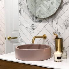 Time to soak in the tub after a massive few days of Christmas parties, huge days in the shops and even larger headaches! It's certainly hot… Marble Bathroom Floor, Bathroom Niche, Boho Bathroom, Small Bathroom, Marble Tiles, Marble Bathrooms, Modern Bathroom, Craftsman Bathroom, Small Bathtub