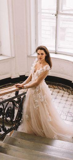 5f238632856 А это кружевное свадебное платье от  fataiperya с рукавами и 3д вышивкой -  наша любовь