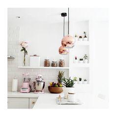 """""""Não bastam panelas, comidas gostosas e temperos fresquinhos, uma bela cozinha também é feita de detalhes. Mostramos com deixar a cozinha da sua casa de…"""""""