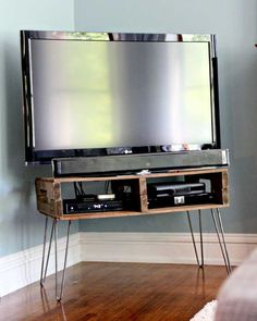DIY+Pallet+TV+Stand+Project