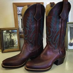 Custom Cowboy boot. Coffee Bean uppers and vamps with Beck 5 Row stitching in blue. #beckcowboyboots #beckboots #customboots #boots #cowboyboots #handmadecowboyboots #madeintexas