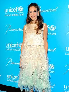 Love this skirt! Another lovely look on SJP.