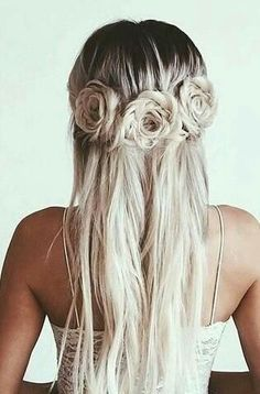 Wedding Hairstyles Such a stunning hairstyle for a trendy bride. - We scoured the web in search of the most stunning bridal hairdos. Check out this collection of 2017 trending wedding hairstyles! Pretty Hairstyles, Braided Hairstyles, Wedding Hairstyles, Blonde Hairstyles, Hairstyle Ideas, Rose Hairstyle, Flower Hairstyles, Braid Hairstyles For Long Hair, Open Hairstyles