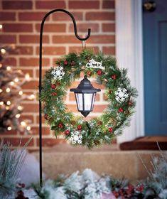 Cool 40 Inspiring Christmas Garden Ideas. More at http://dailypatio.com/2017/11/14/40-inspiring-christmas-garden-ideas/