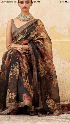 New Launch Veronika Sarees 👗Saree Fabric - Organza 🛍Blouse - Banglory Silk Simple Sarees, Trendy Sarees, Stylish Sarees, Fancy Sarees, Party Wear Sarees, Stylish Gown, Floral Print Sarees, Saree Floral, Printed Sarees