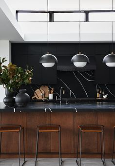 Because the designer had already landed on the matte black hue for the cabinetry and the graphic stone for the countertops, Berk resisted the urge to introduce another element to the room All White Kitchen, Old Kitchen, Black Kitchens, Home Decor Kitchen, Kitchen Furniture, Kitchen Stuff, Küchen Design, Home Design, Design Styles