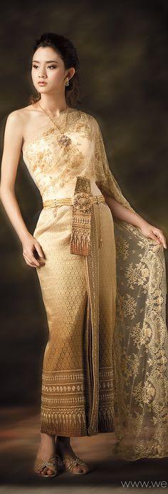 Traditional Thai dresses www.we-mag.com/ Thai Traditional Dress, Traditional Outfits, Pretty Outfits, Pretty Dresses, Thai Wedding Dress, Thai Fashion, Thai Dress, Beautiful Asian Women, Asian Woman
