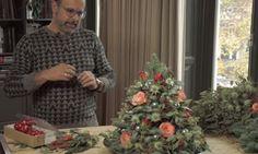 Kerstbomen horen bij de Kerst. Maar ze vallen vaak zo groot uit. Hoe leuk is het om een een minikerstboom…