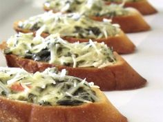 Spinach Parmesan Crostini - these look delicious - Yummy! Quick And Easy Appetizers, Appetizers For Party, Appetizer Recipes, Costco Appetizers, Party Snacks, I Love Food, Good Food, Yummy Food, Tapas