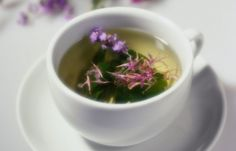 Herbal Tea Remedies - What You Should Know and Avoid All information you should know about herbal teas or tisane, natural herbal tea, the benefits, ty. Natural Health Remedies, Natural Cures, Herbal Remedies, Home Remedies, Sleep Remedies, Natural Detox, Nettle Leaf Tea, Red Raspberry Leaf, Raspberry Tea
