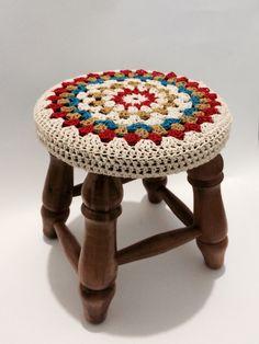Crochet Cushions, Crochet Pillow, Crochet Motif, Crochet Designs, Crochet Stitches, Crochet Patterns, Crochet Decoration, Crochet Home Decor, Stool Cover Crochet