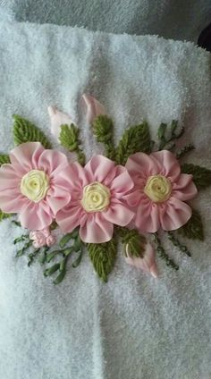 This Pin was discovered by Eas Hardanger Embroidery, Silk Ribbon Embroidery, Hand Embroidery, Machine Embroidery, Ribbon Art, Ribbon Crafts, Embroidery Stitches Tutorial, Embroidery Patterns, Towel Crafts