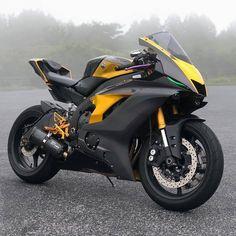 Image may contain: motorcycle Yamaha Yzf R6, Motos Yamaha, Yamaha Motorcycles, Custom Motorcycles, Custom Baggers, Vintage Motorcycles, Moto Bike, Motorcycle Bike, Enfield Motorcycle
