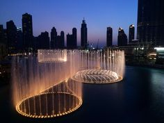 An amazing scene of the biggest musical fountains in the World, Dubai