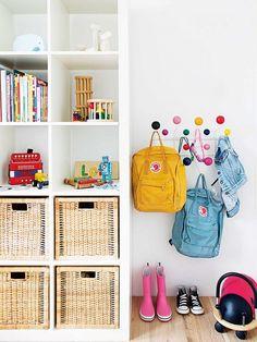 Chaos in the children's room? Kinderzimmer Chaos in the children's room? Toy Storage Solutions, Kids Storage, Storage Ideas, Storage Hooks, Bag Storage, Basket Storage, Storage Design, Shelf Ideas, Bedroom Storage