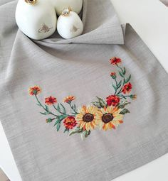 Hardanger Embroidery, Beaded Embroidery, Cross Stitch Embroidery, Hand Embroidery, Monogram Cross Stitch, Crochet Tablecloth, Modern Cross Stitch Patterns, Diy Flowers, Cross Stitching