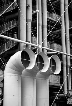 Centre Georges Pompidou / Black and White Photography Renzo Piano, Norman Foster, Georges Pompidou Centre, Tour Eiffel, Richard Rogers, A As Architecture, Pompidou Paris, Paris Images, Beautiful Lines