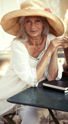 Style has no age limit. Ingmari Lamy who models for Gudrun Sjoden Mature Fashion, Fashion Over, Cheap Fashion, Beautiful Old Woman, Beautiful Life, Aged To Perfection, Advanced Style, Young At Heart, Ageless Beauty