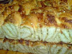 Витой сырный хлеб с песто и гречневой мукой