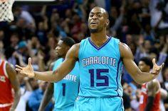 Kemba Walker anota 40 y los Hornets vencen a Magics en tiempo extra