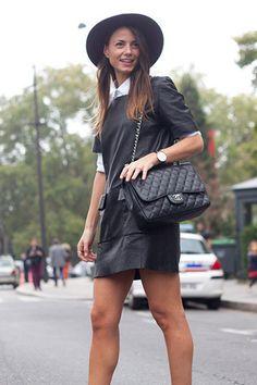 Este otoño sigue apostando por los vestidos de cuero con mangas de camisa como lleva esta itgirl.  #outfit #vestido #negro #cuero #mujer #estilo #black #sombrero