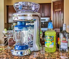 Margaritaville Key West Frozen Concoction Maker with Easy Pour Jar and XL Ice Reservoir -- You can find more details by visiting the image link. (This is an affiliate link) 2018 Christmas Gifts, Happy Christmas Day, Christmas Gifts For Women, Margarita Blender, Margarita Machine, Margaritaville Frozen Concoction Maker, Gifts For Older Women, Kitchen Blenders, Kitchen Gadgets