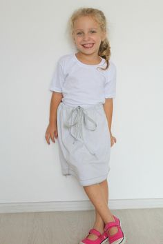 Fashion a cute skirt from a man's t-shirt? This DIY no sew skirt is awesome! No needle, no thread, ready to wear in minutes!