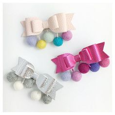 Girls hair clip Large bow hair clip with felt pom от BunnynBlossom Toddler Hair Clips, Baby Hair Clips, Making Hair Bows, Diy Hair Bows, Diy Crafts Love, Baby Girl Hair Accessories, Butterfly Hair, Diy Bow, Boutique Bows