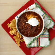 Pin for Later: 15 Delicious Chili Recipes That Will Keep the Whole Family Full Slow-Cooker Steak Chili This steak chili is hearty and delicious on its own, or can be served with a dollop of sour cream and a sprinkle of cheese. Slow Cooker Steak, Slow Cooker Chili, Healthy Slow Cooker, Crock Pot Slow Cooker, Crock Pot Cooking, Slow Cooker Recipes, Crockpot Recipes, Cooking Recipes, Healthy Recipes