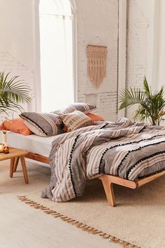 Bedding I've got my eye on and why I love a night routine - Apartment Living - Boho Bedding Boho Bedding, Luxury Bedding, Bedding Decor, Black Bedding, Duvet Covers Urban Outfitters, Uo Home, Bohemian Bedroom Decor, Wabi Sabi, Comforter Sets