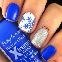 Stunning Glitter Nail Designs Glitter nail art designs have become a constant favorite. Almost every girl loves glitter on their nails. Glitter nail designs can give that extra edge to your nails and brighten up the move and se… Holiday Nail Art, Winter Nail Art, Winter Nails, Winter Art, Spring Nails, Summer Nails, Winter Ideas, Glitter Accent Nails, Blue Nails