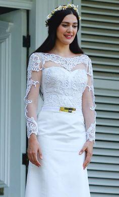 Feride Cinema Theatre, Kiara Advani, Turkish Beauty, Turkish Actors, Dimples, One Shoulder Wedding Dress, Bollywood, Beautiful Women, Princess