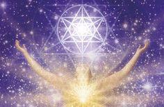 Les 5 Chakras supérieurs (Divins) s'activent progressivement après l'ouverture des 7 premiers Chakras (humains), coïncident entre autres avec l'ouverture du Chakra du cœur, la reconnexion de l'enfant intérieur, l'équilibre des polarités masculine et féminine...