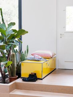Me USM Haller, you Jane! Welcome to the modern jungle, where you find green plants and yellow USM Haller furniture! Furniture, Yellow Interior, Best Interior Design, House Interior, Modular Furniture System, Cool Furniture, Furniture Design, Modular Furniture, Living Room Designs