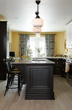 sarah richardson sarah 101 black yellow kitchen I want to use this island as a pattern to make an island out of old doors. - Love Home Decor Decor, Black Kitchen Cabinets, Yellow Kitchen, Kitchen Remodel, Kitchen Decor, Kitchen On A Budget, Home Kitchens, Yellow Kitchen Walls, Kitchen Wall Decor