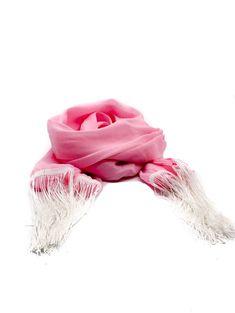 """Daca esti o mireasa tanara si optimista si vrei sa respecti toate traditiile de nunta, inclusiv """"Dezvelirea miresei"""", alege o esarfa roz cu franjuri albe. Conform obiceiurilor din tara noastra, nasa obisnuieste sa ii dea jos miresei voalul si sa il inlocuiasca la sfarsitul nuntii cu un batic, o palarie sau cu o esarfa, in semn ca mireasa a intrat in randul femeilor maritate. Esarfa este realizata din poliester. Dimensiuni: 180 cm x 44 cm Plata se poate face ramburs sau online, iar livrarea in 72 Anja Rubik, Esti Ginzburg, Pink Scarves, Married Woman, Fringes, Veil, Bride, Nasa, Floral"""