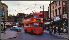 Nice early photo of London transport trolleybus 1381 on route 604 towards Hampton Court is seen turning outside Wimbledon Town Hall to start it's journey. London History, Local History, Vintage London, Old London, London Transport, Public Transport, Transport Pictures, Wimbledon London, Kingston Upon Thames