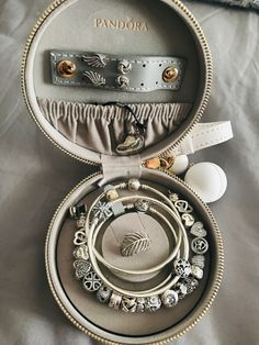 Travel Jewelry Box, Jewelry Case, Cute Jewelry, Jewelry Watches, Jewelry Accessories, Pandora Rings, Pandora Bracelet Charms, Pandora Jewelry, Jewellery Storage