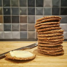 Low-carb kiks – bedre end digestive – Grill & Kokkerier - Tony Ball Low Carb Bread, Low Carb Keto, Low Carb Recipes, Lchf, Paleo, Danish Food, Diabetic Desserts, Love Food, Healthy Snacks