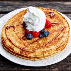 Their aroma is irresistible, they are quickly baked and simply taste delicious: Today we have pancakes like grandma used to! Pancakes, Waffles, Eating Habits, Fresh Fruit, Cravings, Brunch, Good Food, Sweets, Stuffed Peppers